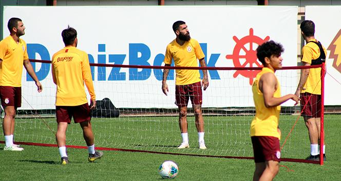 14 3394f770 9b23 4a9e 9199 49297e5ff211 - Galatasaray'ın kamp kadrosu belli oldu