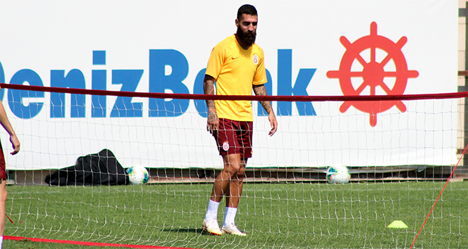 14 e8532499 c5fb 4927 a161 c26a1c78c19f - Jimmy Durmaz: 'Galatasaray'da oynamak benim en büyük rüyalarımdan birisiydi'