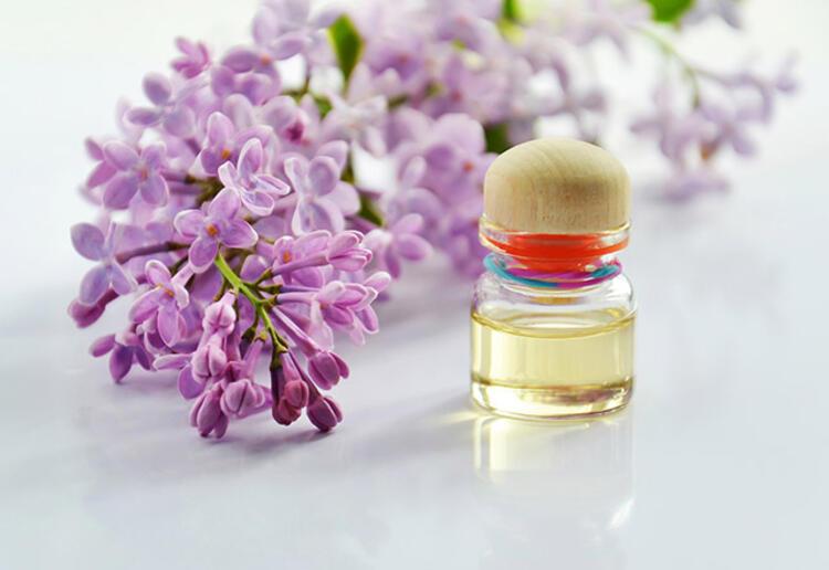 22 1ebea561 b15e 4837 aabd 343fb8b37366 - Yazın parfüm kullanmanın püf noktaları