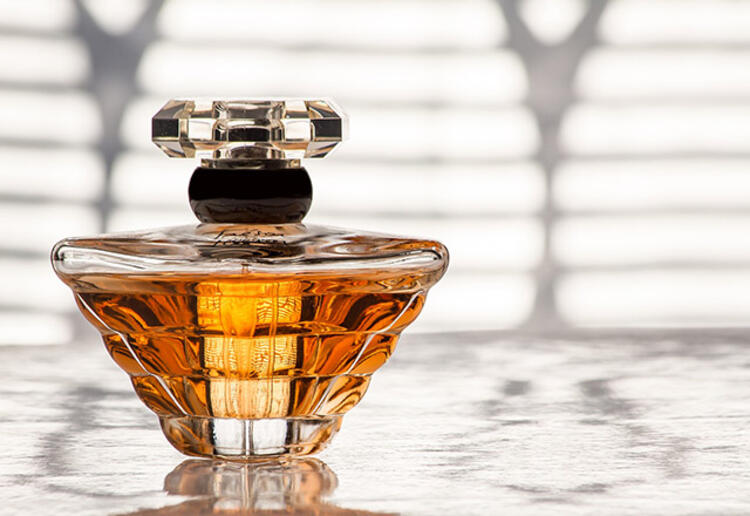 22 4542f07c 9d60 42cd 9e7d 9519092ec6cf - Yazın parfüm kullanmanın püf noktaları