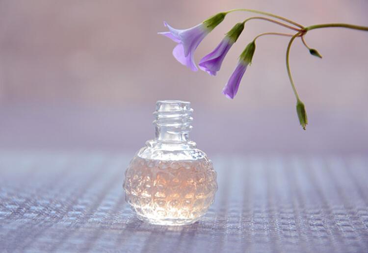 22 6a72633e 3c3e 4d0a b71c 59d95e16e2f6 - Yazın parfüm kullanmanın püf noktaları