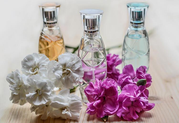 22 8ba53967 f72e 4027 b74e e76091c50bcb - Yazın parfüm kullanmanın püf noktaları