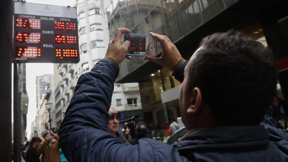 Ekonomik krizdeki Arjantin faizleri yüzde 60'a çıkarmasına rağmen neden hâlâ yabancı yatırımcıyı ikna edemiyor?