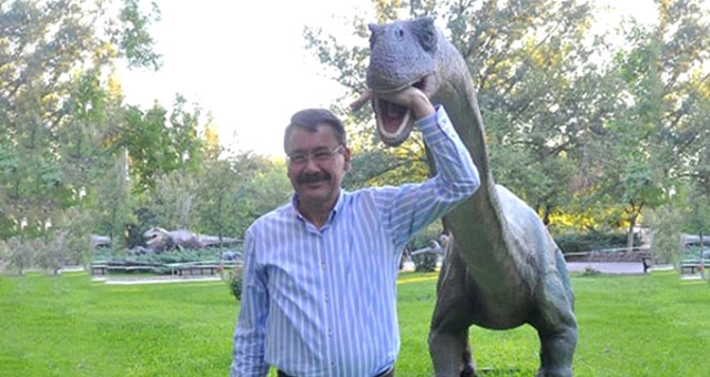 Melih Gökçek'in Ankapark için Aldığı Dinozorlar Trabzon'a Göç Etti