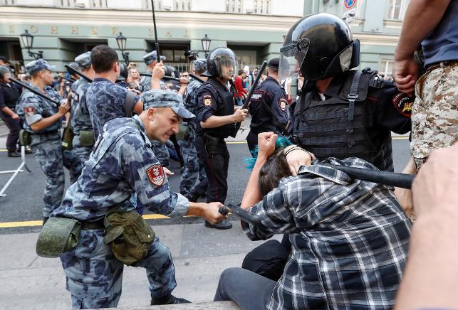 Rusya'da hükümet karşıtı protestoda 100 kişi gözaltına alındı