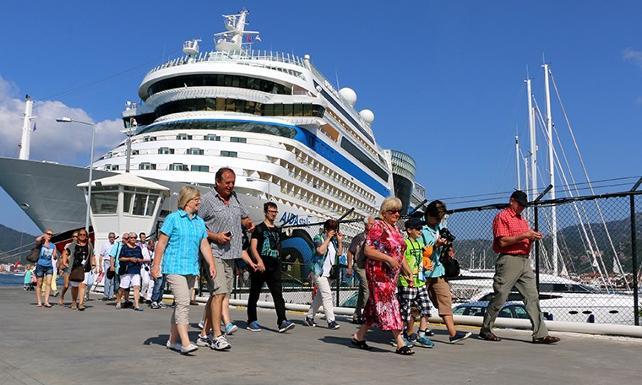 Yunanistan: Denizcilerin grevi turizmi vurdu
